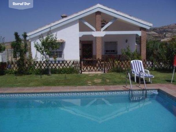 Casa rural rancho bermejales arenas del rey granada for Casas con porche y piscina