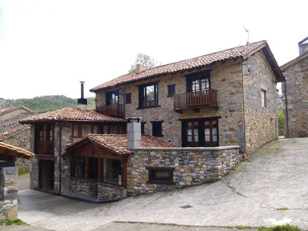 Casa rural la catedral de la monta a cr menes le n - Casas en la montana ...