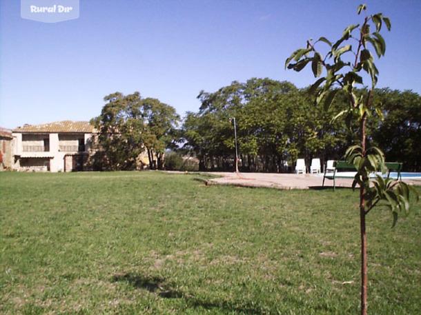 Casa rural mas ferrer pages saus camallera i llampaies for Casa rural jardin oriental