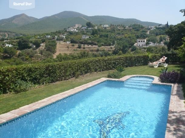Casa rural el corcho casa con jacuzzi y piscina alhaur n for Alojamiento con piscina privada
