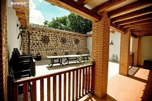 Casa rural casa del abuelo villarejo de salvan s madrid - Patios rurales ...