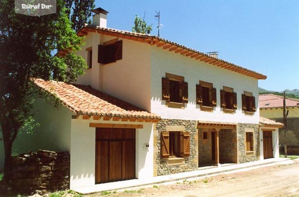 Casa rural la parada a y b triollo palencia for Fachadas de casas modernas y rusticas