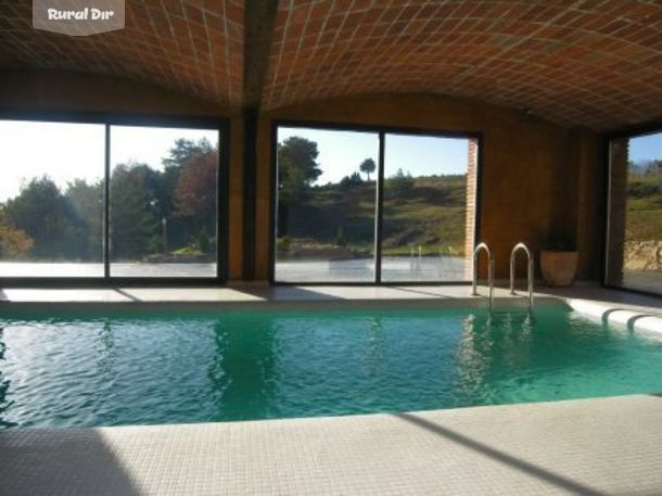 Casa rural la balconada capolat barcelona for Casas rurales castellon con piscina