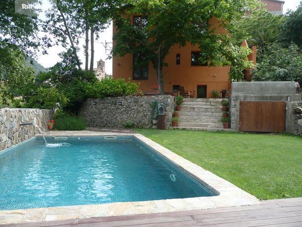 Casa rural casa argentera argentera l 39 tarragona - Jardines con piscinas ...