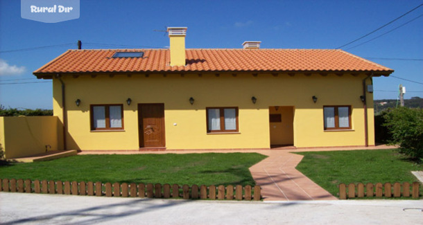 Casa rural apartamentos rurales casa el gaitero goz n for Casas rurales en asturias con piscina