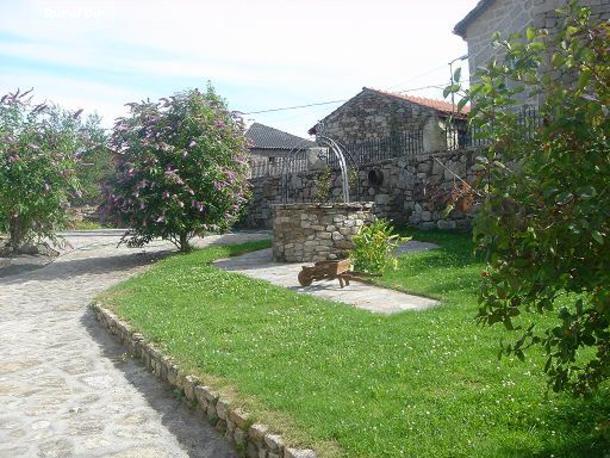 Casa rural casa do herdeiro carballedo lugo for Casa rural casa jardin