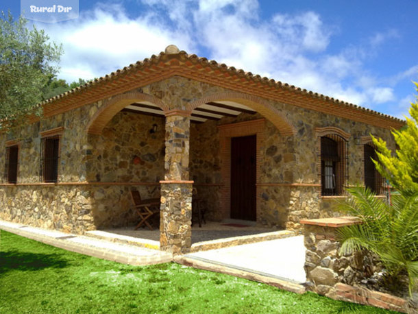 Fachada Principal Casa De Piedra Con Piscina Privada De La Casa Rural Casa  De Piedra