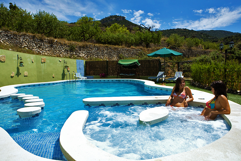 Diseo piscina piscina de diseo desbordante color arena diseo piscina familiar con escalera - Piscina con jacuzzi ...